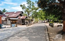 Suasana pedesaan di Pulau Seliu, Belitung yang sunyi dan rindang. Di desa ini tidak ada satupun kendaraan roda empat yang melintas.