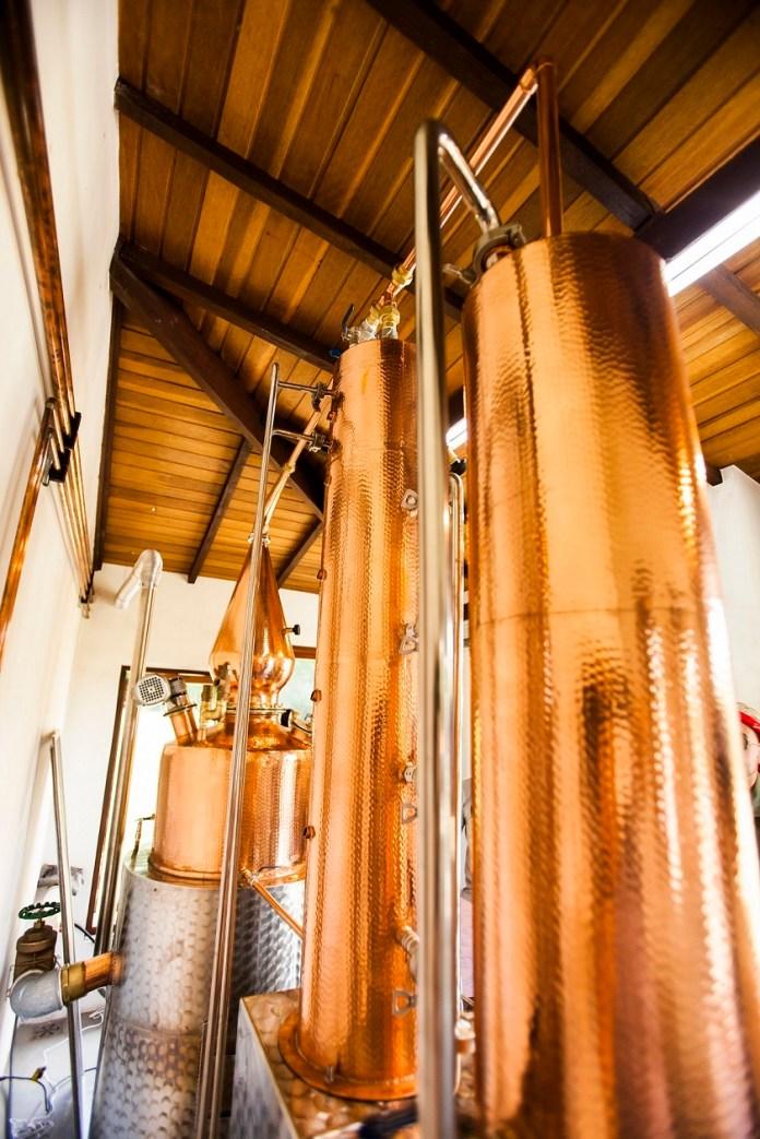A BEG Destilaria Co. é localizada em uma fazenda no distrito histórico e rural de Joaquim Egídio