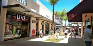 Itens de marcas nacionais e internacionais podem ser encontrados com descontos de até 80%. Shopping oferece transporte gratuito de São Paulo e Sorocaba