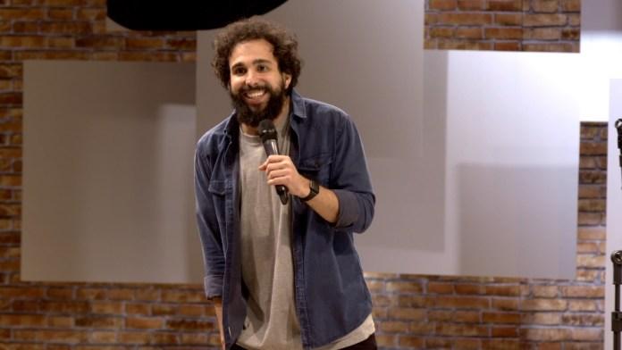 O Comedy Central também preparou conteúdos extras exclusivos para redes sociais e CC Play: 'Stand-Up Extra' e 'Extras Backstage'