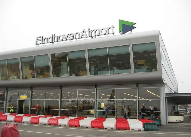 800px-EindhovenAirportSign-800x575
