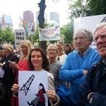 Į Hagoje vykstantį protestą prieš dujų gavybą susirinko per šimtą protestuotojų