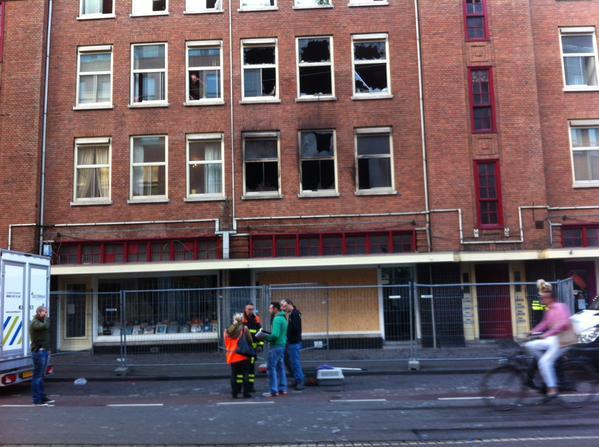 Didelis gaisras daugiabučiame pastate Torenstraat Hagoje  Nuotrauka: Twitter/@Piet_Heyn