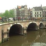 Studentai nusprendė užimti žinomą Amsterdamo vietovę ir ketina įsteigti kavinę studentams