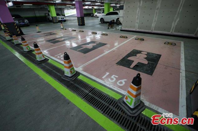 parkavimosi-vieta-moterims
