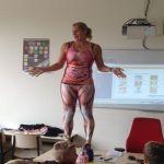 Olandijoje biologijos mokytoja pasirinko įsimintiną būdą kaip išmokyti vaikus apie žmogaus organizmą