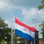 Nyderlandai tylos minute pagerbia išpuolio Paryžiuje aukas