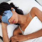 Intensyvi šviesa sutrikdo miegą: kaip sumažinti neigiamą poveikį?