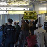 Vokietijoje sirai pasitikti ir nedraugiškais šūkiais
