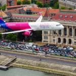 """Budapešto aviacijos šventėje – vos 100 metrų aukštyje triukus demonstravę """"Wizz Air"""" lėktuvai"""