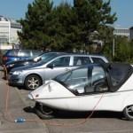 """Automobiliai, kuriuos vietoj benzino """"maitins"""" kelio danga"""