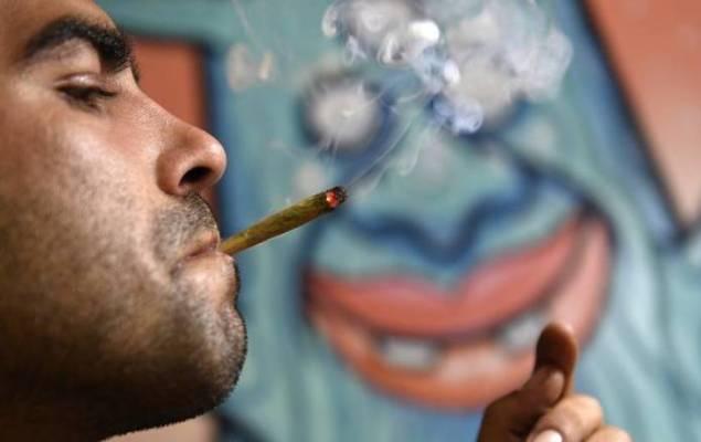 kanapė-rūkoma