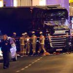 Berlyne į Kalėdų mugės vietą įskriejo sunkvežimis: yra žuvusių ir sužeistų, įtariama, kad tai – planuotas išpuolis