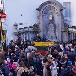 Briuselio simbolis pasipuošė lietuvių tautiniais rūbais