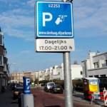 Prekeiviai pasipiktinę: didžiuosiuose miestuose vėl keliamas automobilių statymo mokestis