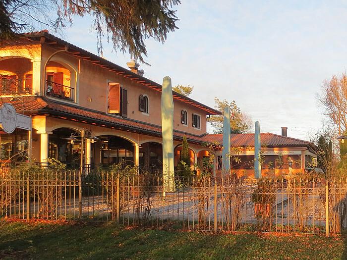 villa-am-olchinger-see-im-abendlicht