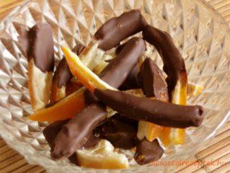 Csokival mártott kandírozott narancshéj, téli csemege, narancshéj, kandírozás