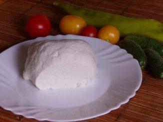egyszerű házi sajt készítése friss tejből