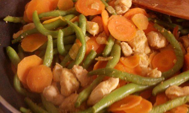 zöldbabos-fokhagymás thai csirke