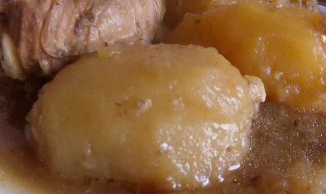 majoránnás szaftos hús vele főtt burgonyával