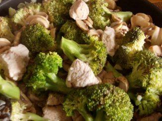 brokkolis csirkemell egyszerűen serpenyősen