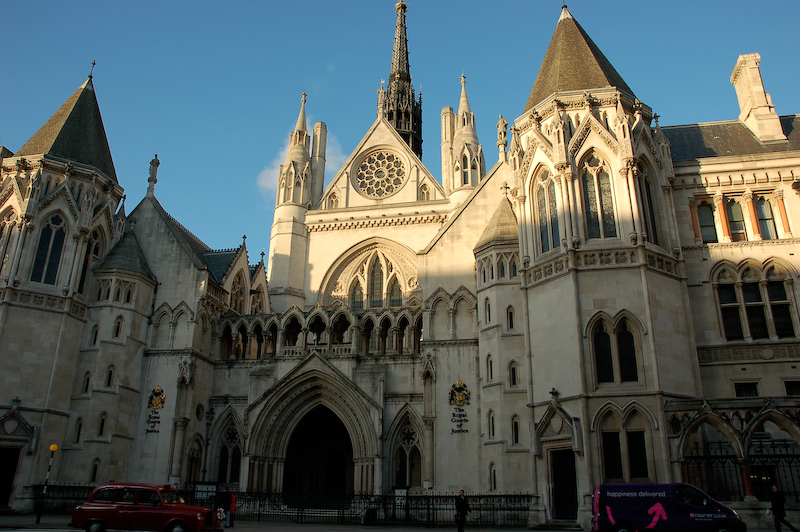 royal_courts_of_justice_with_sunshine