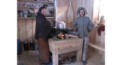 I ragazzi hanno a lungo chiacchierato in cucina, vicino al fuoco, con i proprietari