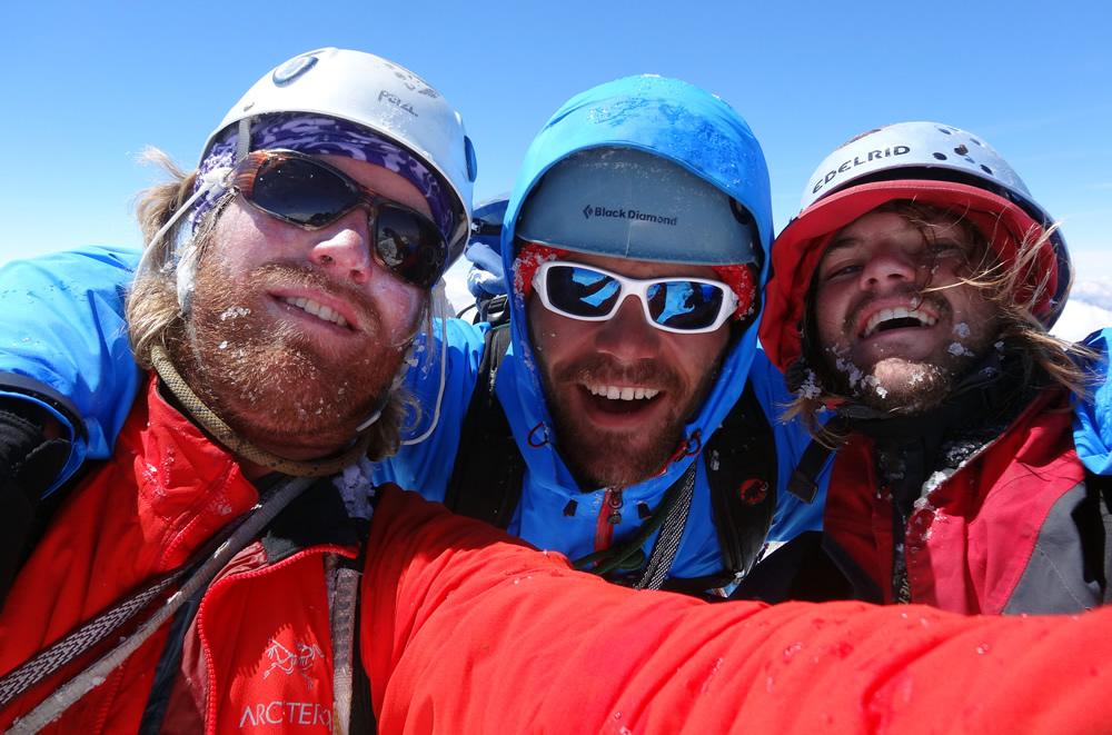 BUON NATALE! Max, Luca e Cory sulla cumbre del Cerro Torre (3100 m) il 25/12/2012 (ph. M. Fisher)