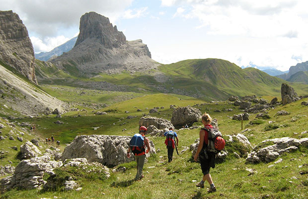 In cammino verso il Bec di Mesdì, custode roccioso della idilliaca conca di Mondeval