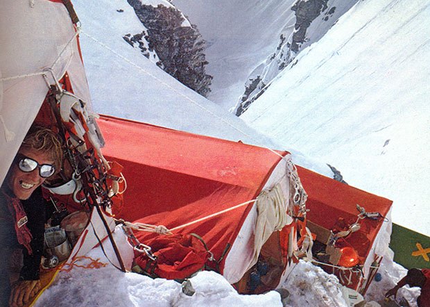 Dougal Haston sulla parete Sud-Ovest dell'Everest, 1975