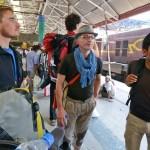5. Francesco, Alberto e Cesar. Stazione di Calcutta (ph Enrico Ferri)