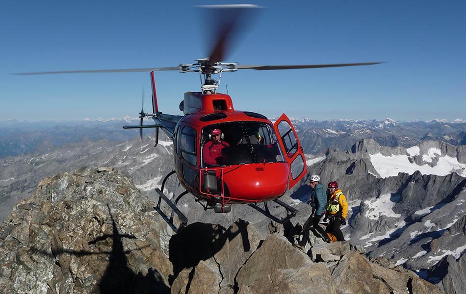 Lavoro in alta quota sul monte Disgrazia, 3678 m (ph. M. Nesa) - www.guidealp.it
