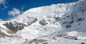 4. Verso la fine del Tonghsiong Glacier, sotto la parete sud est del Kanchenzonga