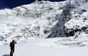 10. Dal Colle Sella, scorcio sulla parete sud del Kanche, una delle muraglie più spaventose dell'Himalaya, qui per la prima volta fotografata da un balcone privilegiato mai prima raggiunto