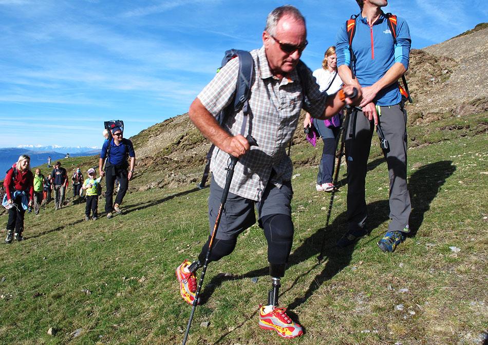 IMS Walk Day 2014. Mark Inglis durante la salita al monte Telegrafo (2486 m) sul massiccio della Plose (ph. Teddy Soppelsa)