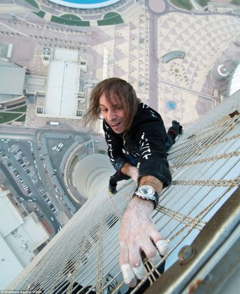Alain Robert on Qatar's highest building