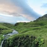 Una delle tante cascate islandesi