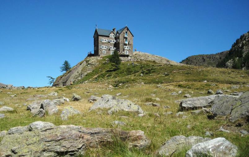 Rifugio Guglielmo Migliorero (2100 m), in località laghi inferiori dell'Ischiator, nella frazione Bagni di Vinadio (CN)