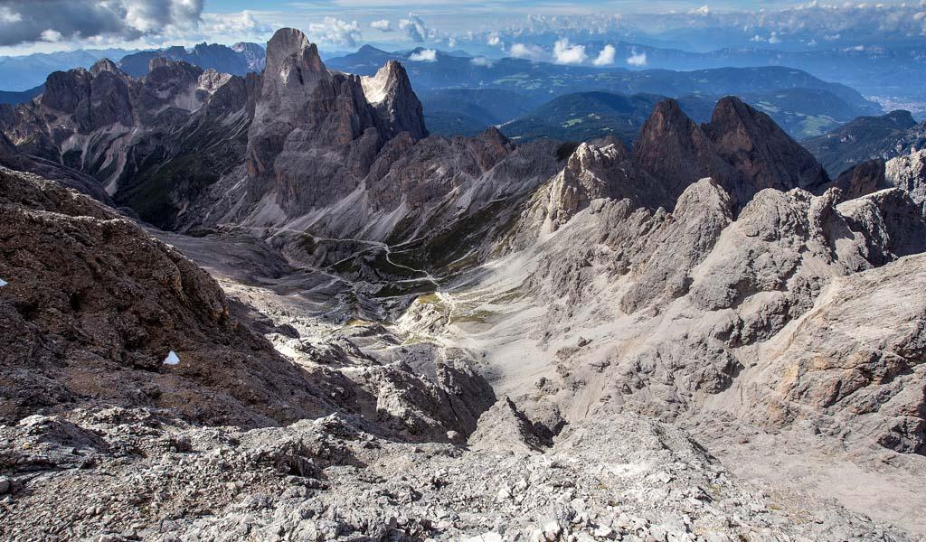 Valle del Vajolet ripresa in prossimità della cima del Catinaccio d'Antermoia (ph Tommaso Forin)