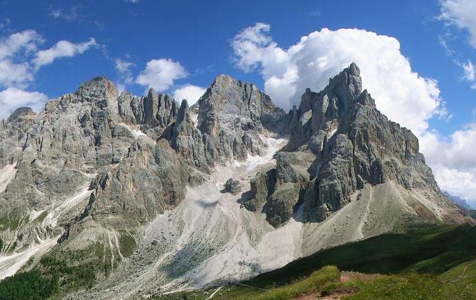 Cimon de la Palla, sulla dx della foto, con la cresta nord-ovest (ph Renato Bortot)