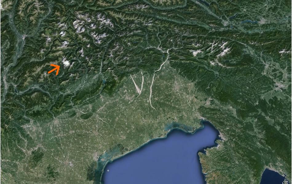 La grande macchia bianca delle Pale di San Martino (Fonte: GoogleTM earth, Image Landsat, data SIO, NOAA, U.S. Navy, NGA, GEBCO)
