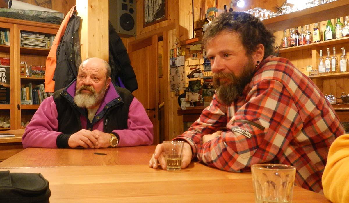 Bruno Compagnet (a dx) con la guida alpina Claudio Toldo al Rifugio Pian dei Fiacconi.