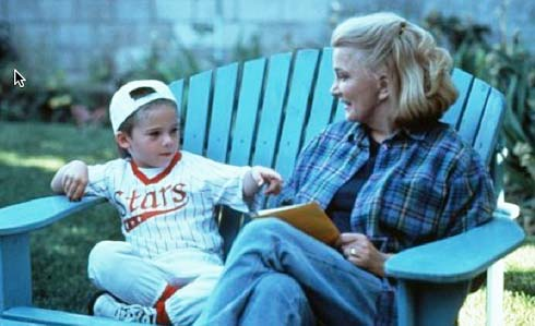 Jake Lloyd and Gena Rowlands in Unhook the Stars