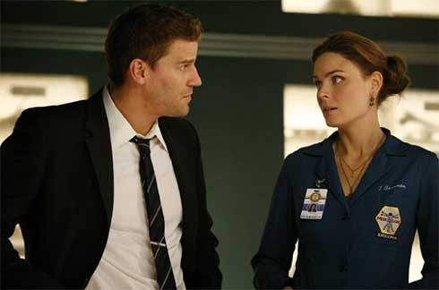 David Boreanaz and Emily Deschanel in Bones