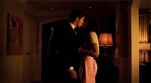 Mark and Iris kiss