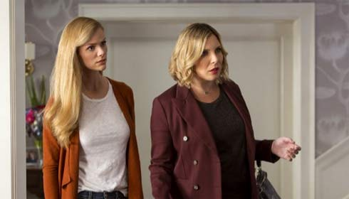 Brooklyn Decker and June Diane Raphael in Grace and Frankie