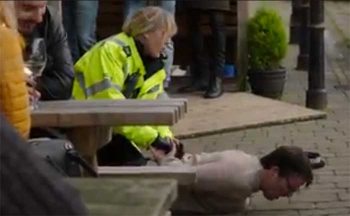 Sarah Lancashire and Con O'Neil in Happy Valley