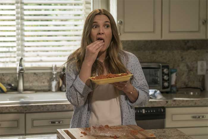 Drew Barrymore eats raw ground beef in Santa Clarita Diet