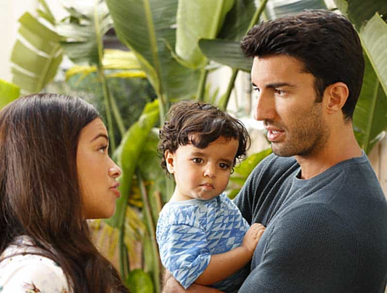 Justin Baldoni and Gina Rodriguez in Jane the Virgin