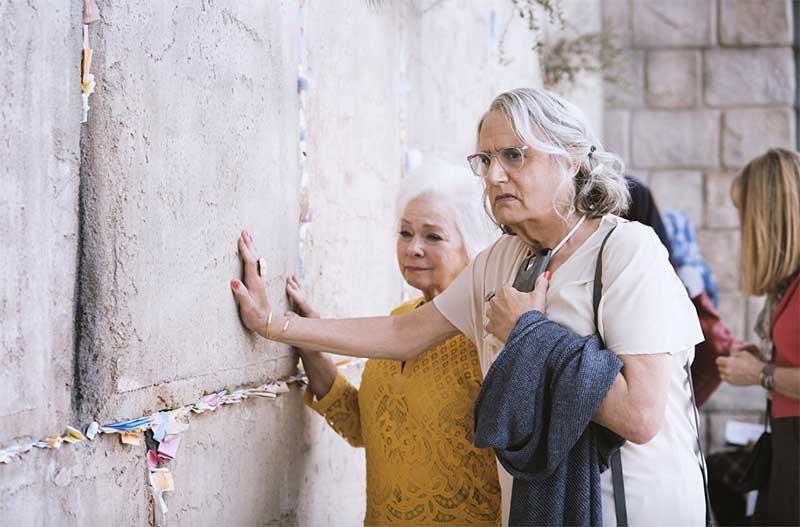 Jenny O'Hara and Jeffrey Tambour in Transparent